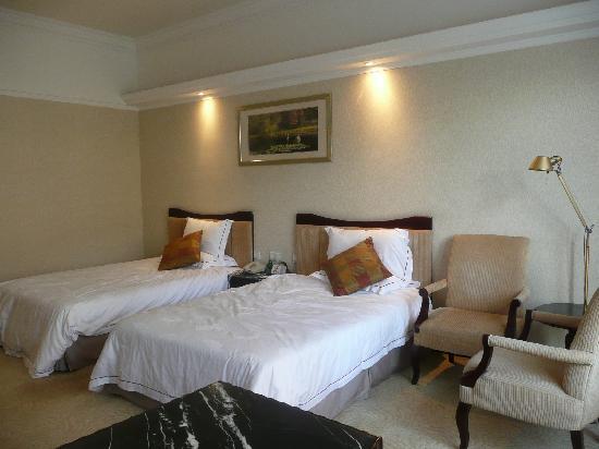 Phoenix City Hotel Guangzhou: bedroom bed area