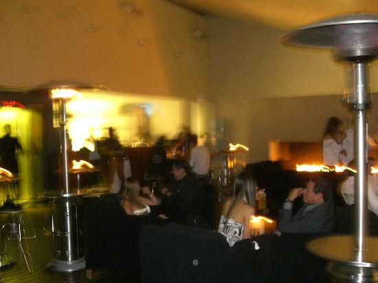 Hotel Habita: bar / lounge