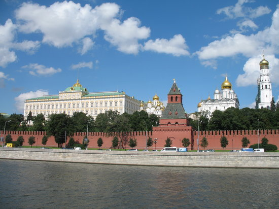 ‪Kremlin Walls and Towers‬