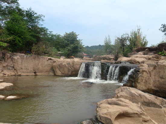 Phitsanulok, Thailand: waterfall out of town
