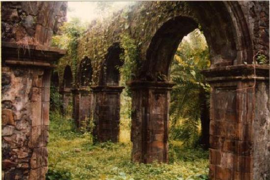 Thane, Indie: Vasai --- insides