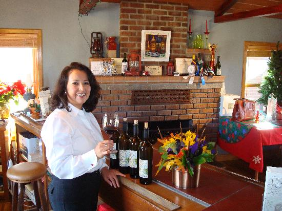 Pomar Junction Vineyard & Winery: Quick pic with tasting room manager
