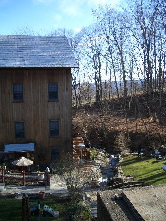 Glenwood Mill Bed & Breakfast: inn and backyard