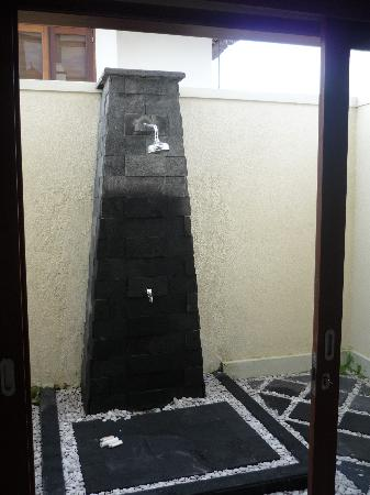 Park View Heights: outdoor shower