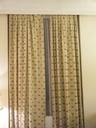Derby Hotel : those infamous curtains!!!