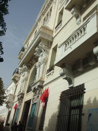Tunisia Palace: Front of Hotel from East