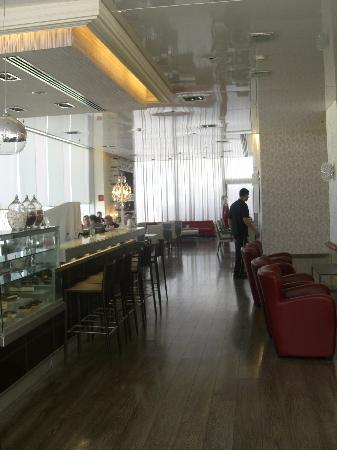 คราวน์พลาซ่า เทลอาวีฟ: lounge bar
