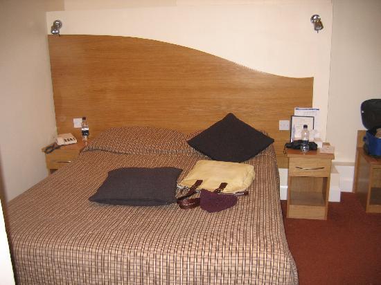 Hotel Edward Paddington: Il letto matrimoniale