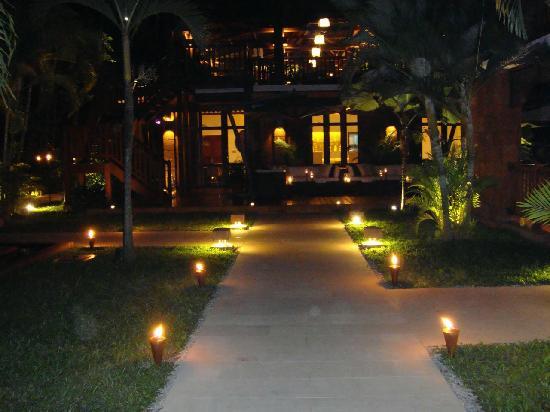 Belmond La Résidence d'Angkor: all lit up at night