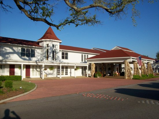 Gulf Hills Hotel & Conference Center: Front of Hotel