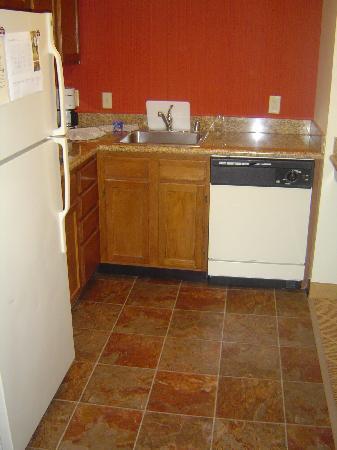 Residence Inn Pleasanton: Kitchen.