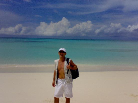 Andilana Beach Resort: turista dentista a nosy iranja