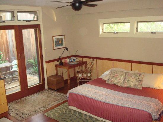 Waimea Gardens Cottage Bed and Breakfast : Inside Studio