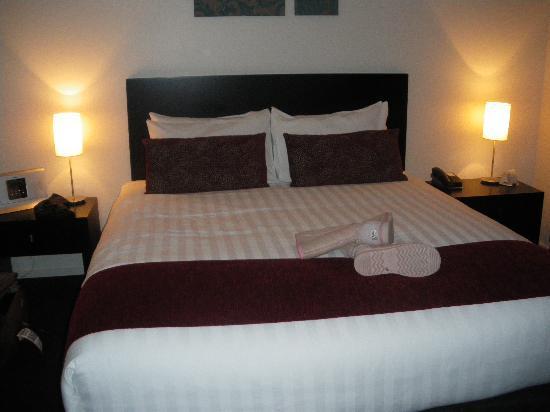 175 Metropolitan Executive Motel on Riccarton : The bed was so comfortable!!