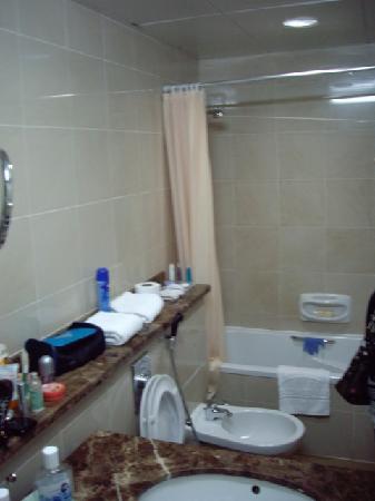 Dubai Concorde Residence Hotel: bathroom