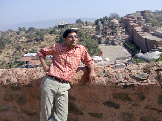 Kumbhalgarh, Inde : View from Fort showing Temples in Fort Premises