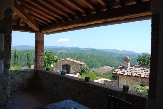 Vignale: La torre vecchia -vue from the terrace