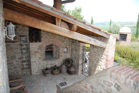 Vignale: La torre vecchia - pizza oven