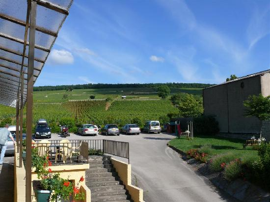 Ladoix-Serrigny, Frankreich: View from the Terrace/Rooms