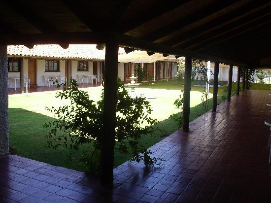 Santa Barbara Hotel: le patio et au fond la piscine