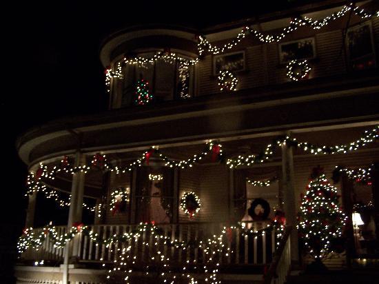 Bennett-Curtis House: The restaurant at night
