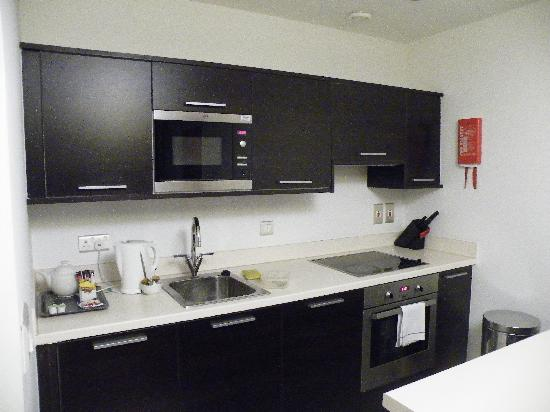 Premier Suites: kitchen