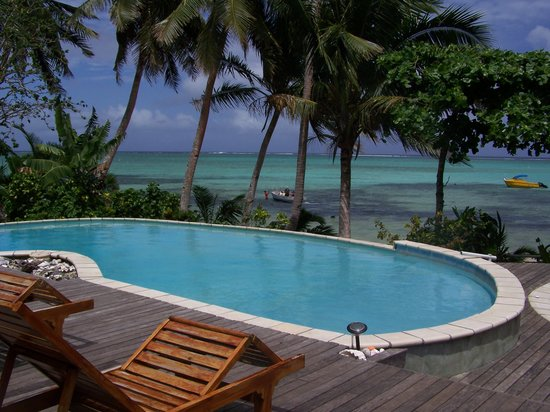 Matanivusi Surf Resort: relax in the pool overlooking the beautiful lagoon
