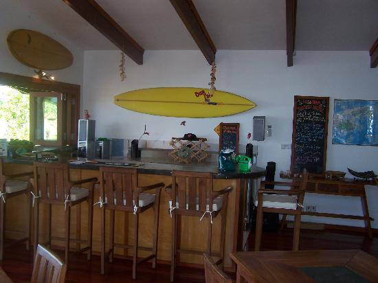 Matanivusi Surf Resort: the bar