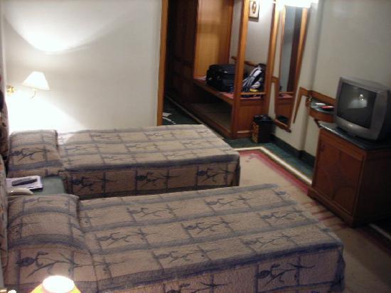Hotel Maurya : Average