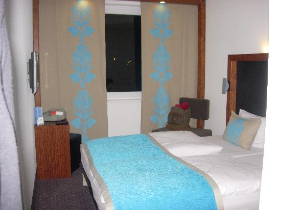 Motel One Nuernberg-City: Hotel Room