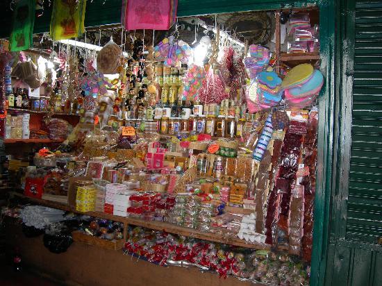 Casa de Los Dulces Suenos: Candy market