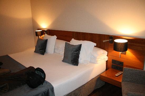 Hotel Advance: La cama de nuestra habitación