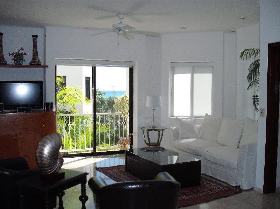 Royal Palms Condominiums: Suite 8- living room