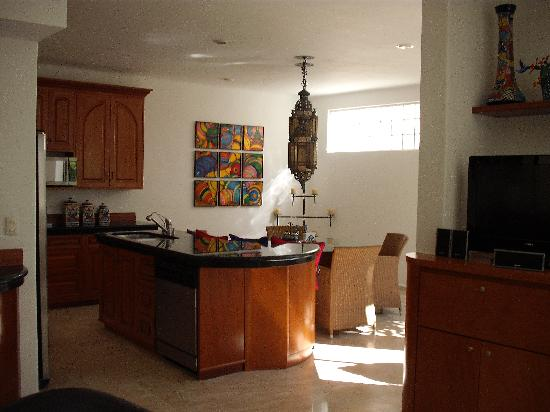 Royal Palms Condominiums: Suite 8 - kitchen/dining
