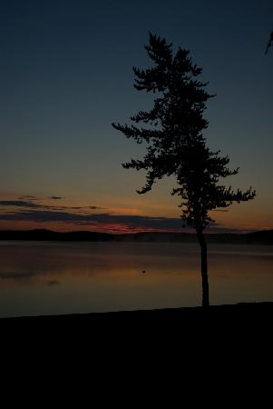 Golden Eagle Lodge: 3 a.m. Middle of the night and the sun never fully set