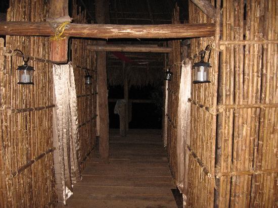 Anbabnega Lodge: upstairs hallway