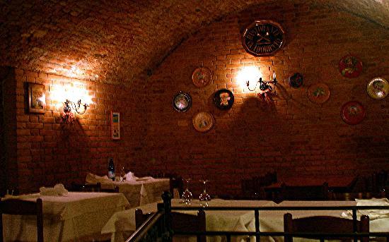 Ristorante Guidoriccio: Warm restaurant interior