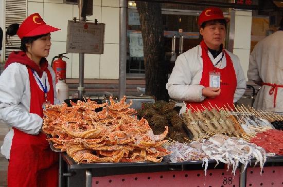 Wancheng Huafu International Hotel: Close up of seafood, stalls in front of Hua Fu International Hotel, Beijing