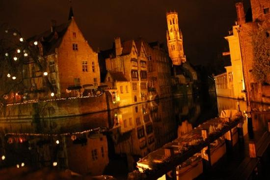 Relais Bourgondisch Cruyce - Luxe Worldwide Hotel: The hotel at night (two houses in the center)