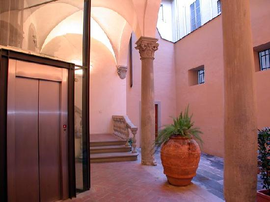 Palazzo Medici Apartments: The internal courtyard where the lift to the apartments is.