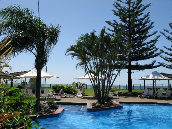 Nautilus Beachfront Villas & Spa: Pool area, Nautilus