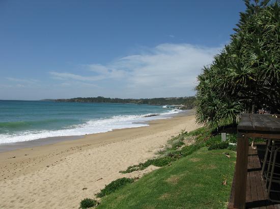 Nautilus Beachfront Villas & Spa: Beach to the Coffs Harbour