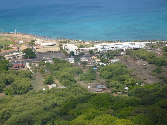 Makaha Surfside Condominium : View of part of Surfside from atop the mountain behind the condo
