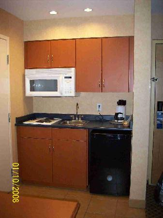 Hampton Inn & Suites Langley Surrey: Kitchen