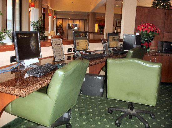 Courtyard by Marriott Memphis Airport: Lobby - Internet Access