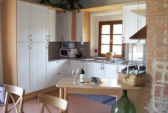 Vignale: Apartment Vin Santo Kitchen