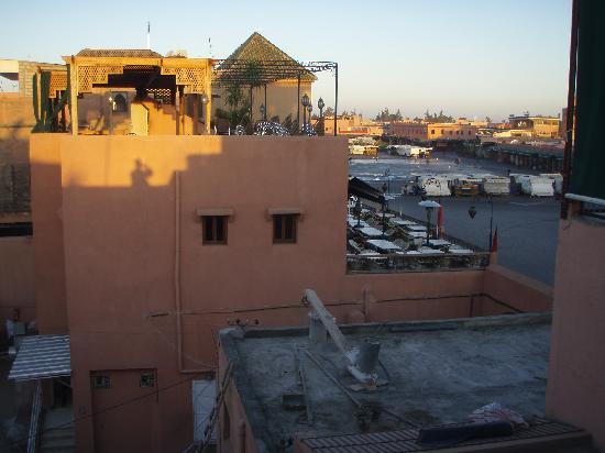 Hotel des Amis: A roof-top view of Djemaa el-Fna