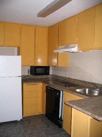 Days Inn Mission Valley Qualcomm Stadium/ SDSU: The kitchen