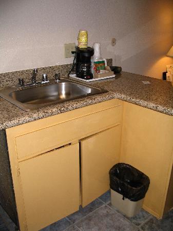 Days Inn Mission Valley Qualcomm Stadium/ SDSU: Sink area