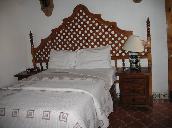 Meson Del Rosario: Our BedRoom very old fashioned